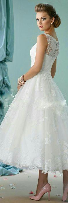 3016a237265a 12 najlepších obrázkov z nástenky Krátke svadobné šaty