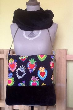 Bolso y cuello de Miss Yellow