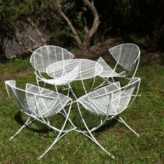 On my must have list - one retro outdoor setting that makes me feel like a Jetson
