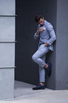 Voile Blanche Liam Power - Blue and Grey combination - MDV Style Mdv Style, Street Style Magazine, Italian Models, Good Looking Men, New Outfits, Dapper, How To Look Better, Menswear, Poses