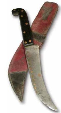 Corvo Chileno de hechura artesanal, con su funda de cuero; una de las armas más temidas por los aliados en combate