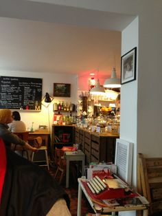 Das Cafe Mikkels in Ottensen ist ein kleines gemütliches Cafe, in dem es unter anderem superleckere kleine Küchlein gibt.