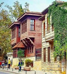 The old street and houses of Üsküdar (Scutari) District in Istanbul, Turkey. The Beautiful Country, Beautiful Homes, Beautiful Places, Turkish Architecture, Art And Architecture, Naher Osten, Empire Ottoman, Holiday Places, Turkish Art
