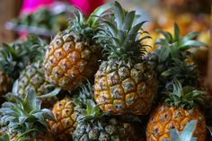 Pineapple calories: Pineapple Nutrition Facts and Health Benefits Pineapple Beer, Eating Pineapple, Pineapple Facts, Pineapple Nutrition, Pineapple Health Benefits, Pineapple Backgrounds, List Of Vegetables, Yellow Fruit, Al Dente