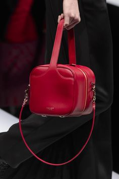 Giorgio Armani at Milan Fashion Week Fall 2017 - Details Runway Photos