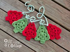Red and green vintage inspired crochet Christmas tree garland! This crochet garland is made from granny square red and green trees. A beautiful
