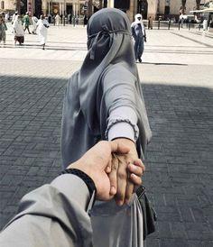 Cute Muslim Couples, Muslim Girls, Muslim Women, Cute Couples, Muslim Couple Photography, Girl Photography Poses, Hijab Hipster, Muslimah Wedding Dress, Mekkah