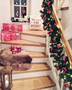 December can come! the advent calendar is set up and the garland . Christmas Mood, Xmas, Outdoor Christmas Decorations, Holiday Decor, Outdoor Pictures, Merry And Bright, Christmas Inspiration, Most Beautiful Pictures, Stairs