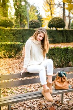 All white with a hint of chestnut makes the perfect fall look. #thisisUGG @barbielaura
