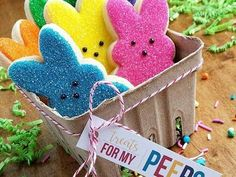 Here's Easter Bunny cookie recipe & an exhaustive list of best decorated Easter bunny cookies. Check cute Easter bunny cookies pictures and inspire yourself Cute Easter Bunny, Easter Peeps, Hoppy Easter, Easter Party, Easter Food, Easter Baking Ideas, Easter Brunch, Cute Cookies, Easter Cookies