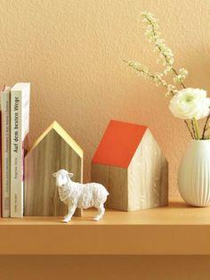 photo aus einem holzstamm k nnt ihr einen napfhalter f r eure vierbeinigen freunde bauen s. Black Bedroom Furniture Sets. Home Design Ideas