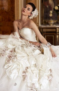 missingsisterstill:  Ian Stuart theatrical wedding dress