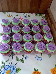 Cupcakes decorados com Rosas de Chantily