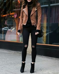 leather jacket outfit When I buy something for myself or when I am styling a cli Casual Winter Outfits, Classy Outfits, Stylish Outfits, Outfit Winter, Teenage Outfits, Winter Fashion Outfits, Office Outfits Women, Leather Jacket Outfits, Black Pants Outfit
