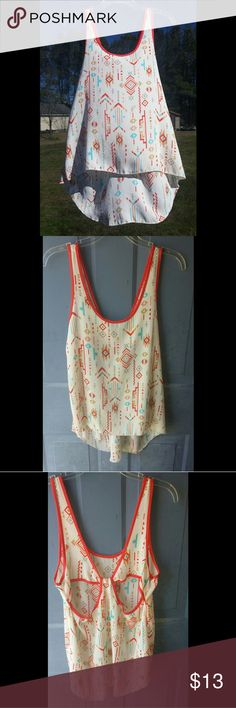 Quick sale! Geometric cutout tank Worn twice No flaws Size Large in Juniors Bella D Tops Tank Tops