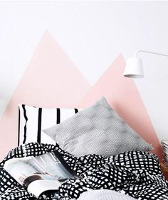 8 cabeceros pintados en la pared · 8 headboards painted on the wall (VINTAGE & CHIC) Room Inspiration, Interior Inspiration, Design Inspiration, Home Bedroom, Bedroom Decor, Bedrooms, Wall Decor, Painted Headboard, Decoracion Vintage Chic