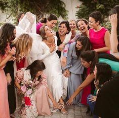 """Guadalupe Salinero en Instagram: """"Ay las amigas de la novia!!!! Sin ellas no sería lo mismo una boda 💕 . . . #wedding #weddingday #boda #bride #novia"""" Basic Style, Bridesmaid Dresses, Wedding Dresses, Baby Room, Gowns, Instagram, Weddings, Fashion, Girlfriends"""