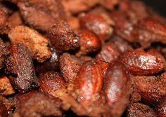 """http://www.foodulution.com/wp-content/uploads/2015/09/Paleo_Zimt-Mandeln.jpg - Paleo Weihnachtsgeschenke: Zimt-Mandeln - Die Nüsse haben durch die """"Röstung"""" im Ofen einen ganz besonderen Biss. Durch den Zimt werden die Kohlenhydrate noch langsamer vom Körper aufgenommen und halten extra lange satt! Genau das richtige für eine gesunde Snack-Attack...    [nutrition-label]   Eier enthalten alle essenziellen Ami..."""