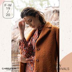 Ημίπαλτο σε ύφασμα μπουκλέ με ζώνη για σωστή εφαρμογή. Μπορεί να γίνει δικό σου τώρα με ένα μήνυμα! Κωδικός: 52804 Crochet Bags, Coat, Jackets, Fashion, Crochet Purses, Down Jackets, Moda, Sewing Coat, Fashion Styles