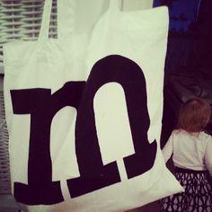 LÖYTÖ Marimekko, Baby Gifts, Onesies, Reusable Tote Bags, Sun, Gift Ideas, Black And White, Type, Grey
