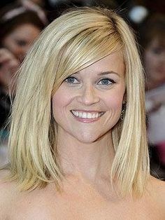 Reese Witherspoon& Blunt Bob A one-length, shoulder-grazing cut with long, side-swept bangs is a stylish option for ladies with fine, st. Medium Haircuts For Straight Hair, Medium Hair Cuts, Short Hair Cuts, Medium Hair Styles, Curly Hair Styles, Long Face Hairstyles, Straight Hairstyles, Beautiful Hairstyles, Celebrity Hairstyles