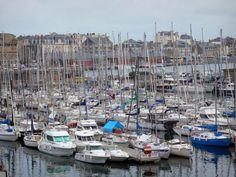 Saint-Malo: Bateaux, voiliers du port de plaisance et bâtiments de la ville - France-Voyage.com