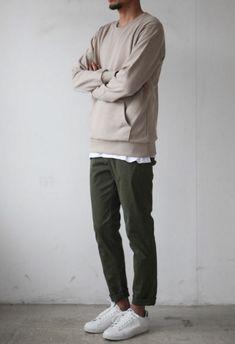 How to build a minimalist wardrobe for men Minimal Fashion, Urban Fashion, Minimal Style, Fitz Huxley, Moda Blog, Look Man, Scandinavian Fashion, Herren Outfit, Minimalist Wardrobe