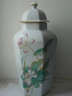 No 3025  welcome to my shop for sale is a stunning vintage used Limoges porcelain lidded vase / urn painted in white the vase measures 29 cm in height and it measures 14 cm in diameter and has a nice irregular shape and it has a decorative flower design on the side and it is also decorated in gold and it is fully stamped on the base Limoges France it is in good used vintage condition and looks stunning it will make a great addition to any collection check my other items happy to combine ...