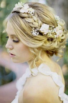 Choosing the best wedding hairstyles for medium Length hair need not be a worry, as there are lots of attractive new styles to choose from this season. The big thing to remember is that you should look like yourself, with just a couple of extra touches to mark this special day. Bridegrooms in general don't … Continue reading 59 Medium Length Wedding Hairstyles You Love to Try