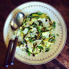 salada de abobrinha grelhada com manjericão & parmesão