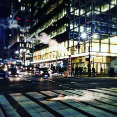 Los ruidos de la ciudad el humo saliendo por los respiraderos la gente acelerada cruzando los pasos de peatones... Me encanta Nueva York! . . .  #city #urban #NuevaYork #newyorkcity #igersnewyorkcity #street #architecture #citylife #cityscape #cities #travel #instatravel #travelstyle #modern #explore #exploring #photooftheday #buildings #citylights #town #instalife #instagood #instadaily #cityphotography #oldtown #oldcity #architecturephotography #citycenter #citybestpics #cityview
