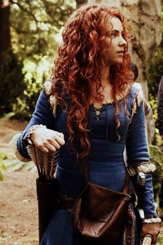 Once Upon a Time Season 14 Merida. Merida looks amazing. Perhaps the most beautiful princess seen so far in OUAT Merida Cosplay, Merida Costume, Disney Cosplay, Once Upon A Time, Dark Swan, Smallville, Larp, Supergirl, Reign