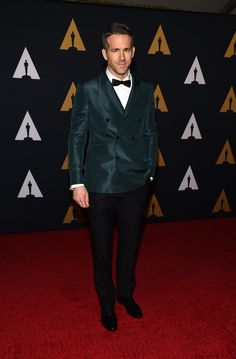 In Burberry tailoring, Ryan Reynolds arrives in Los Angeles to celebrate the 8th Annual Governers Awards