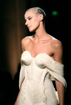 Eve Savail para Gaultier Haute Couture 2012