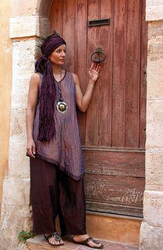 wrinkled silk taffeta set: purple top and 'red cocoa' Pants - Amalthée Mode Boho, Silk Taffeta, Mode Hijab, Mori Girl, Black Linen, Comfortable Outfits, Boho Chic, Bohemian, Boho Fashion