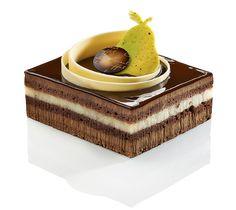 Baccarat - Mousse chocolat noir pur Venezuela 70%, compotée de poires à la vanille Bourbon de Madagascar, biscuit chocolat et croustillant chocolat praliné feuilleté