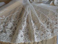 Redelijk leuk - Kanten lint - 15cm wide beige floral lace trim - Een uniek product van chicandeasy op DaWanda