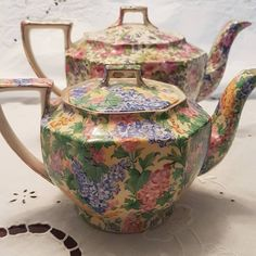 """Jill Boyland on Instagram: """"Royal Winton teapots """"Somerset"""" and """"Summertime"""" #royalwinton #chintz #chinacollector #china #wintonchina #Australia"""" Antique China, Vintage China, Tea Cup Saucer, Tea Cups, China Art, Tea Service, China Patterns, Vintage Coffee, Hot Chocolate"""