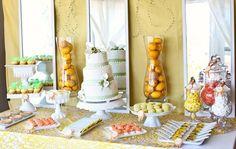 Mesa de dulces y pastel de bodas