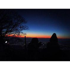 Instagram【love_photo_1224】さんの写真をピンしています。 《#firstsunrise #oyama #enoshima #japan #kanagawa #isehara #初日の出 #大山 #日本 #神奈川 #伊勢原 #江ノ島 #夜景 #nightview #写真好きな人と繋がりたい #カメラ好きな人と繋がりたい #お写んぽ #iphone #頂上》