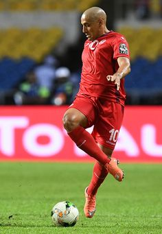 Tunisia's midfielder Wahbi Khazri controls the ball during the 2017 Africa Cup of Nations group A football match between Zimbabwe and Tunisia at the Stade de l'Amitie Sino-Gabonaise in Libreville on January 23, 2017. / AFP / GABRIEL BOUYS
