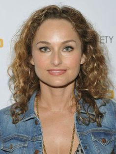 It's always bothered me that the stylists straighten the crap out of her hair. She's got wonderful curls. Celebrity Hairstyles, Cool Hairstyles, Giada De Laurentiis, Curly Girl Method, Amanda Bynes, Hot Brunette, Beautiful Celebrities, Beautiful Women, Hair Pictures