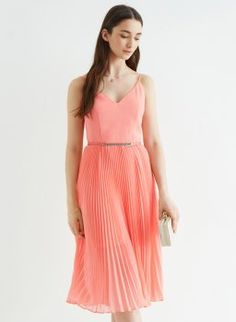 Mit diesen 5 Kleidern sind Sie auf jeder Hochzeit gut angezogen!