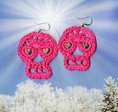 Crochet Day of the Dead Earrings :: Roundup of free #crochet #skull patterns on Moogly!