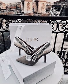 See more ideas about Dior flowers, Dior purses and Dior. Dream Shoes, New Shoes, Dior Shoes, Shoes Heels, Dior Sandals, Zara Sandals, Pumps, High Heels, Heeled Boots