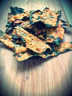 Cashew tahini kale chips Veggie Side Dishes, Healthy Dishes, Healthy Treats, Vegetable Dishes, Eat Healthy, Gf Recipes, Dairy Free Recipes, Real Food Recipes, Cooking Recipes