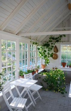 I love enclosed porches!  Would love to have a sunporch