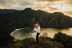Magical Hawaii elopement ! Hawaii adventure boho wedding - Photographer Tessa Tadlock