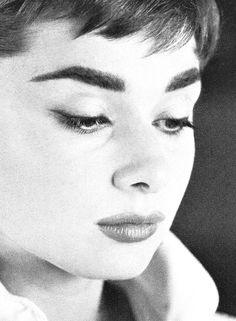 Audrey Hepburn by Mark Shaw, 1953    Source: missingaudrey