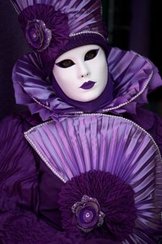 The Purple and white The Purple, Purple Haze, Purple Stuff, All Things Purple, Shades Of Purple, Bright Purple, Venetian Carnival Masks, Carnival Of Venice, Costume Venitien